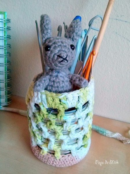 Tiny Rabbit guarding hooks - Pops de Milk
