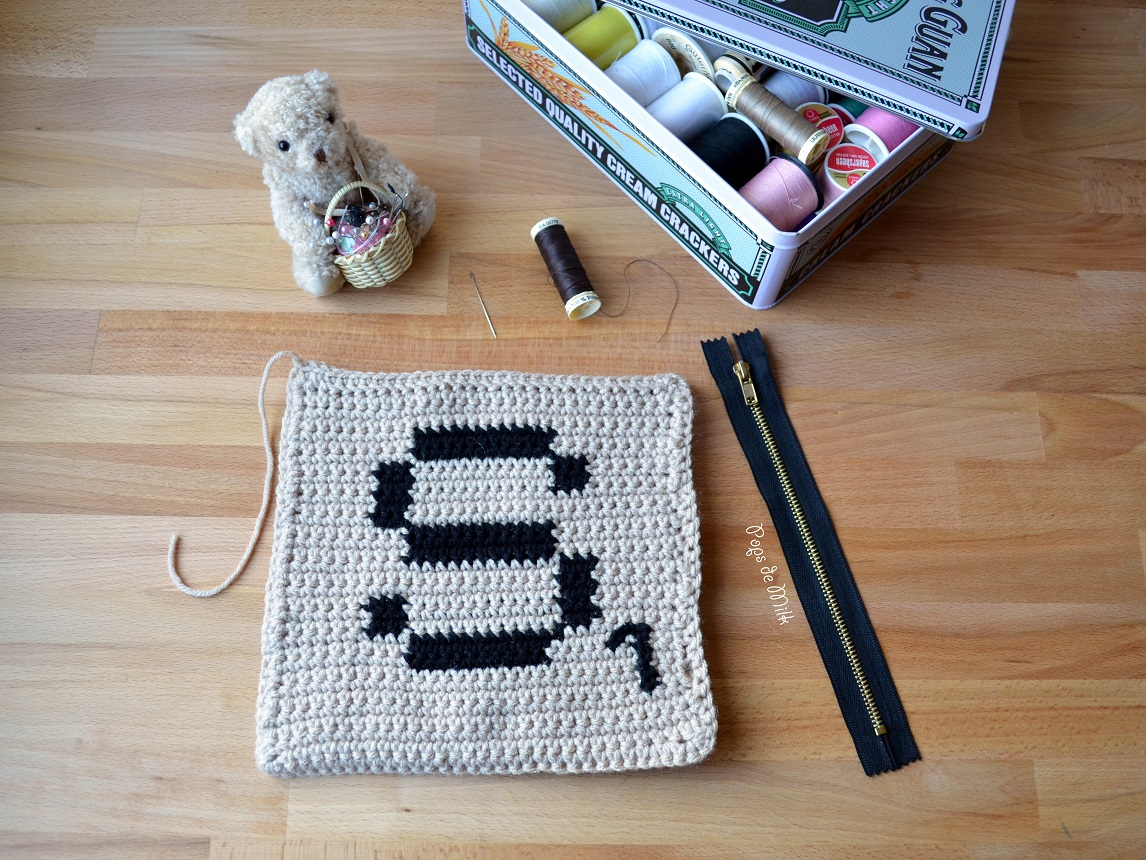 crochet-scrabble-pouch-zipper-parts-pops-de-milk