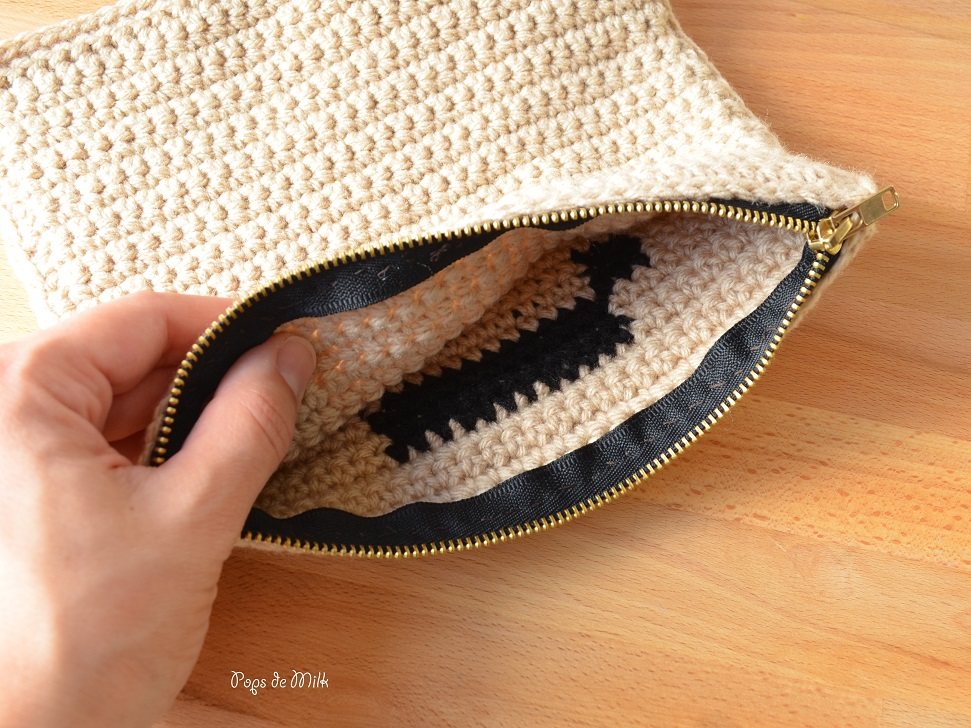 crochet-scrabble-pouch-zipper-stitch-pops-de-milk
