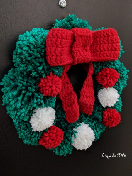 easy pom pom holiday wreath